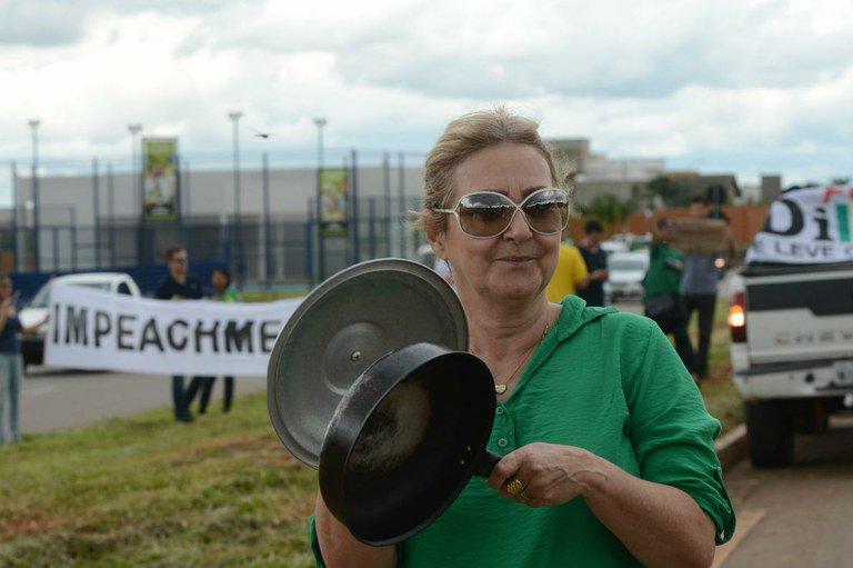 Pesquisa revela que 45% dos brasileiros se identificam, ideologicamente, com a centro-direita e a direita