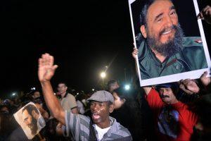 Em Santa Clara, cubanos fazem homenagem a Fidel nesta quinta-feira 1º